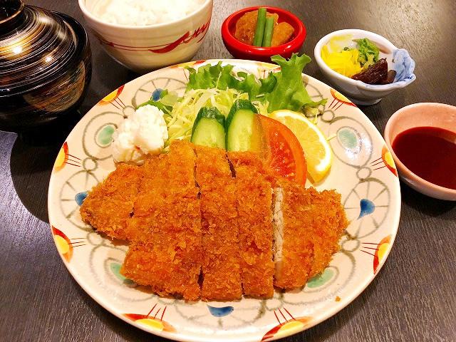 トンカツ定食 1,000円(税別)