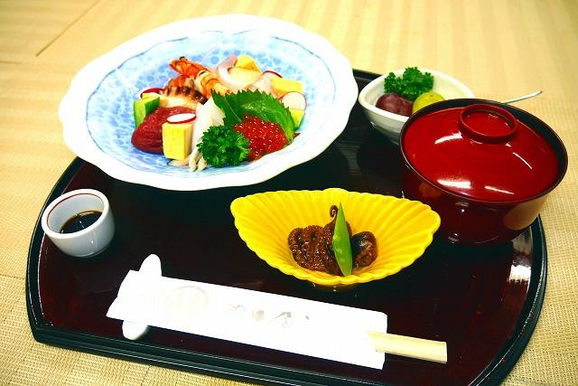 海鮮丼 1,800円(税別)