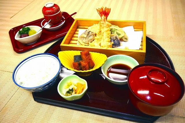 天ぷら定食 1,600 円(税別)