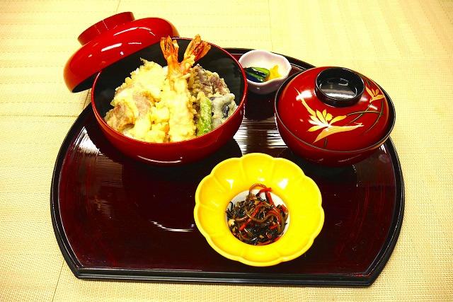 上天丼 1,500円(税別)