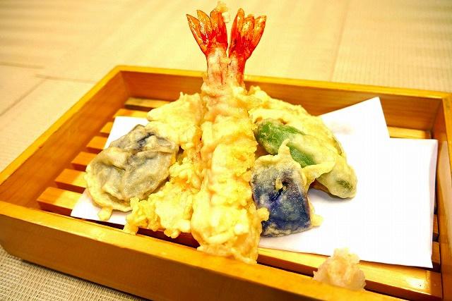 天ぷらの盛り合わせ 850円(税別)